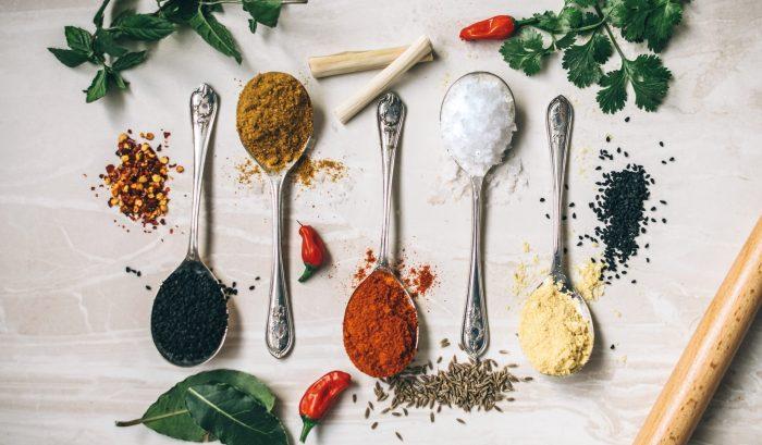 QSI ofrece el análisis cuantitativo de terpenos en productos vegetales. GC/MS se utiliza para analizar 21 terpenos, incluso bajo condiciones GMP.